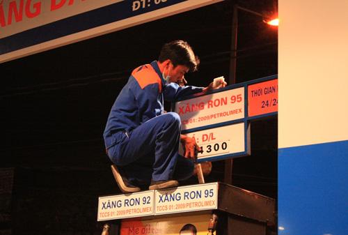 Xăng dầu lỗ 5.000 tỷ: Bộ Công thương kêu thay cho DN